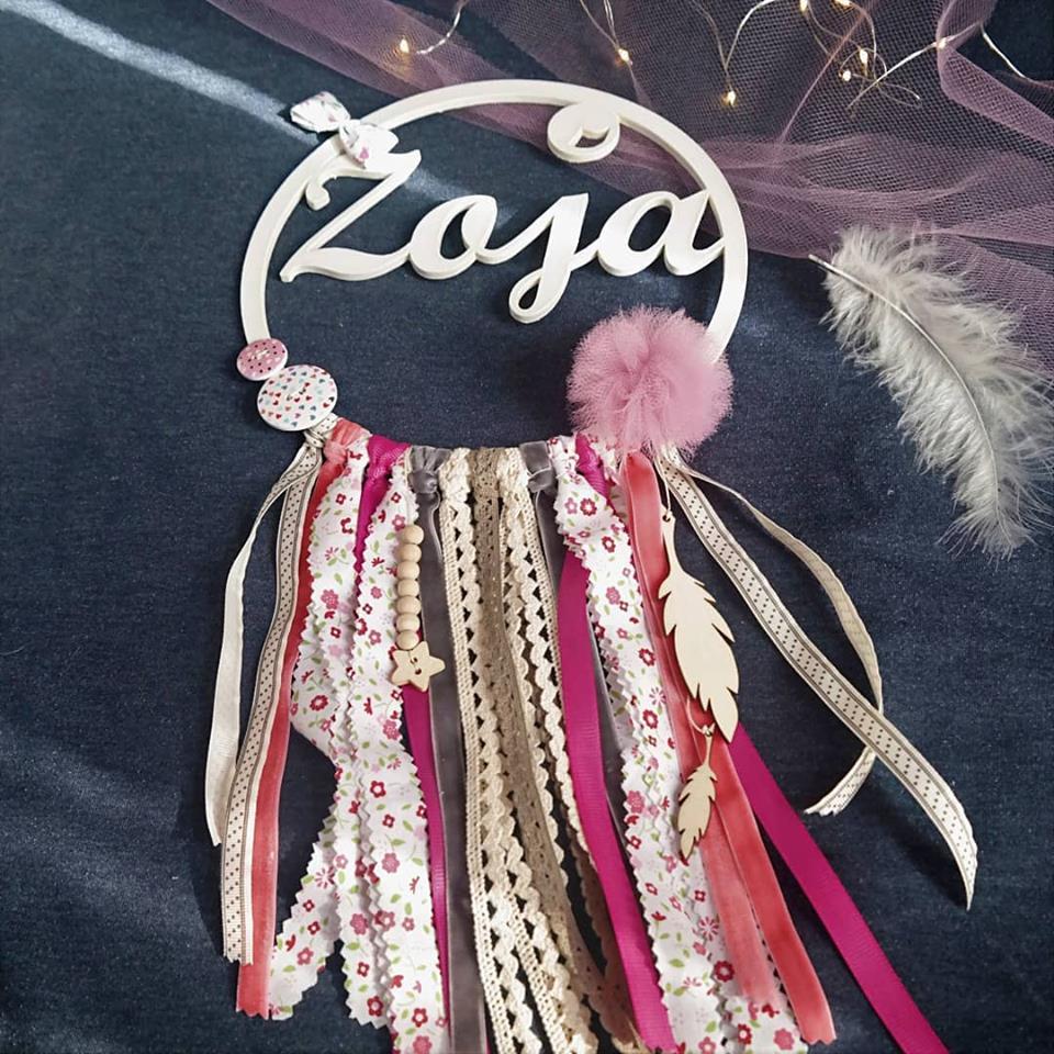 Łapacz snów z imieniem Zoja w kolorach jasnego różu, fuksji i beżu