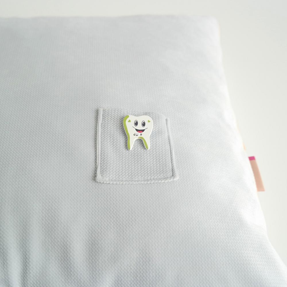 Poduszka dla chłopca z kieszonką na mleczny ząbek