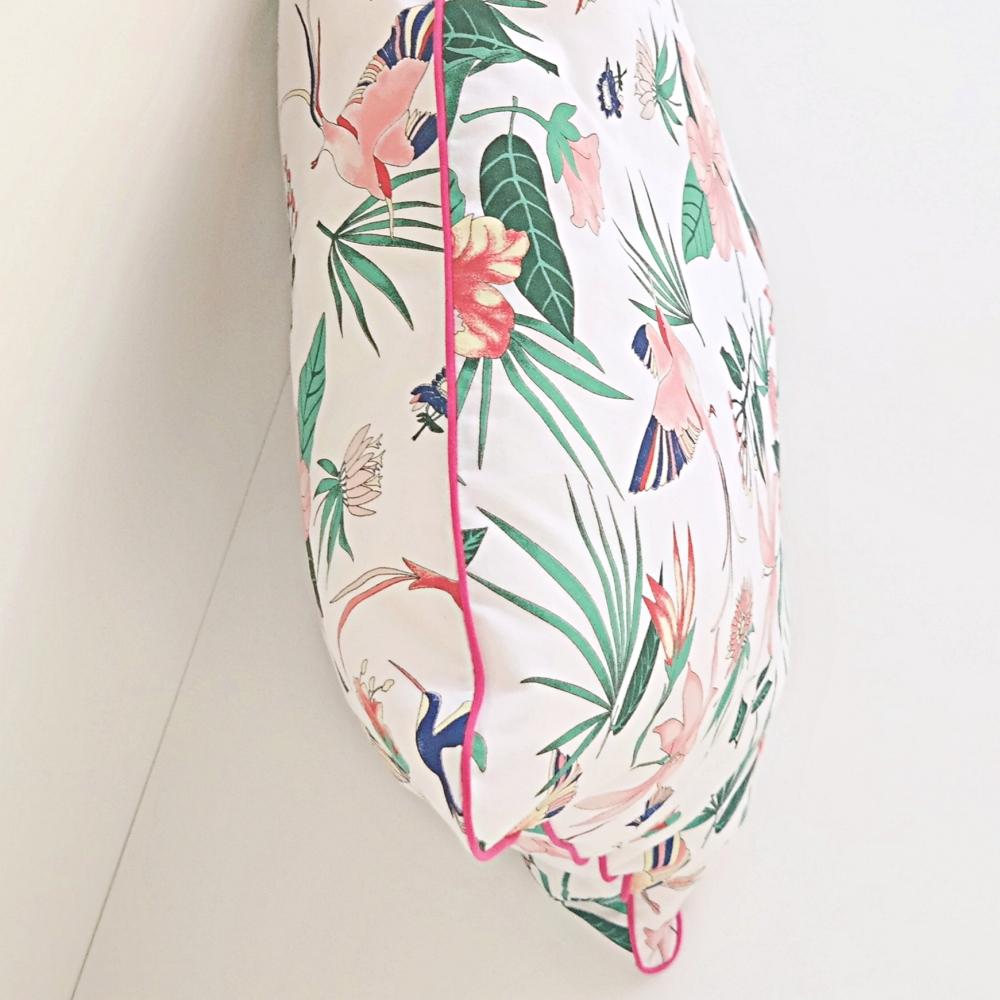 Poduszka dekoracyjna z wypustką w kwiaty z