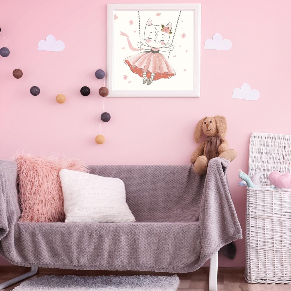 obrazek do pokoju dziecięcego kotek na huśtawce