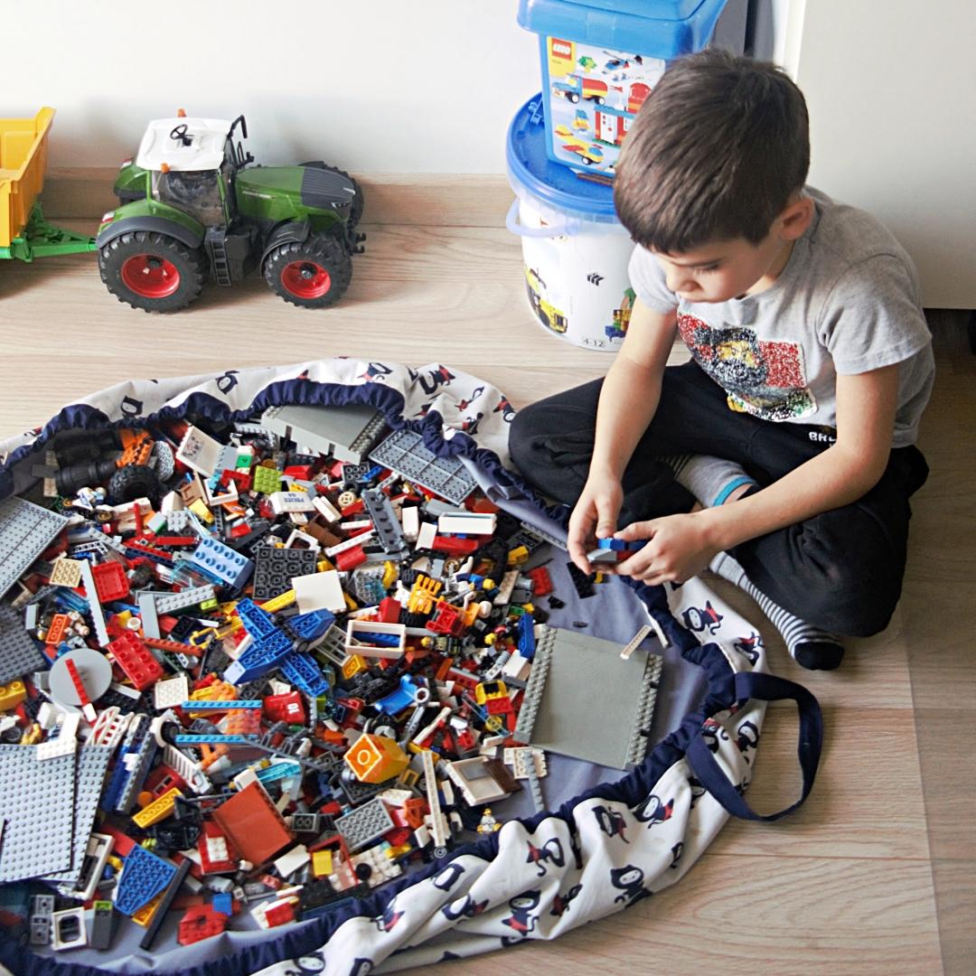 budowanie z lego, worek na lego